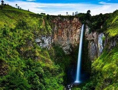 air-terjun-tertinggi-di-indonesia