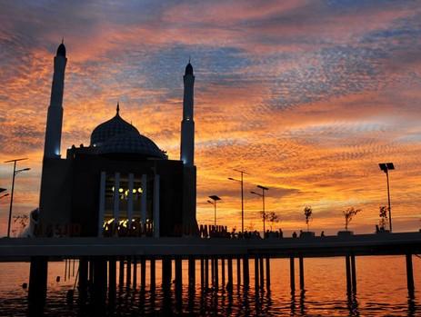 masjid-terapung-di-dunia-paling-indah
