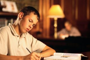 Student-Studying-MPj039974500001