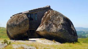 rumah-unik-batu